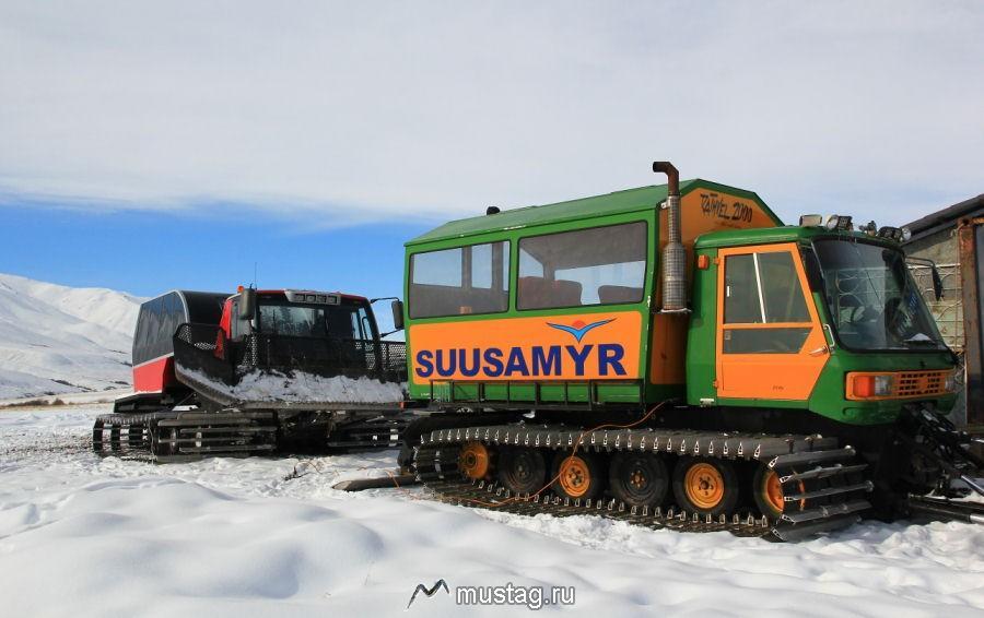 Мчится трактор по горным вершинам Сноукэт